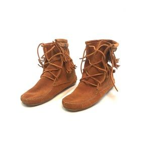 Minnetonka Moccasin Fringe Brown Suede Lace Up